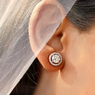 Beauteous Solitaire Halo Earring
