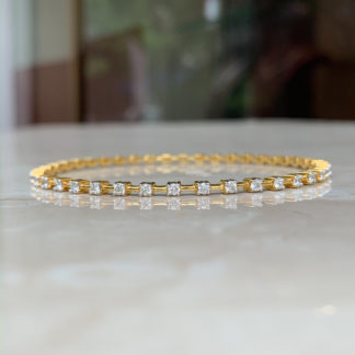 Classic Lab Diamond Bangle